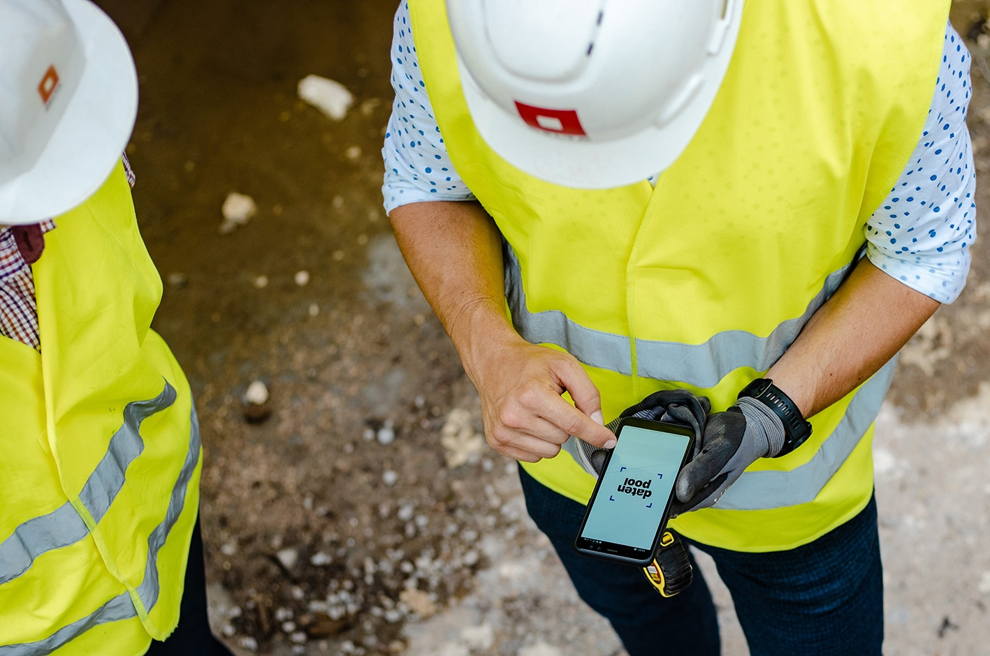 People_Construction_Site_Phone
